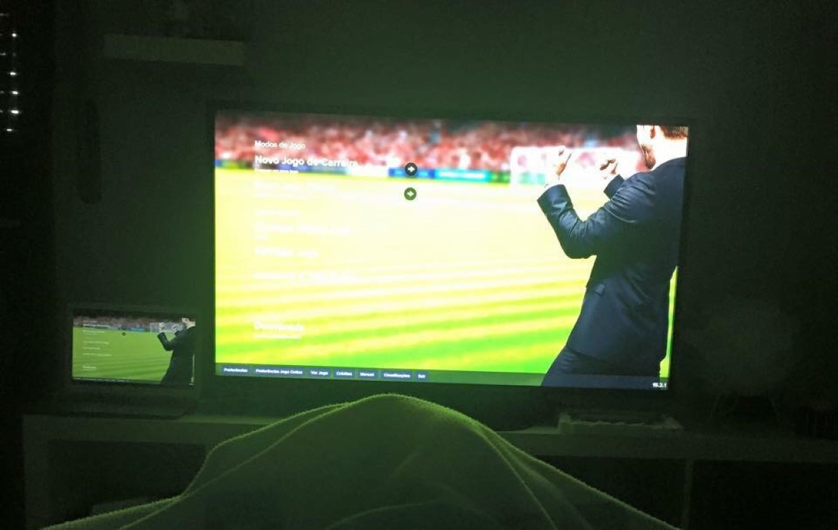A maneira invulgar como Tiago Oliveira joga Football Manager!